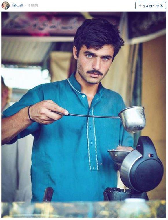ワ〜オ! 「イケメンすぎるパキスタン人の紅茶売り青年の写真」にネット女子がメロメロ / ハッシュタグまで作られてトレンドに