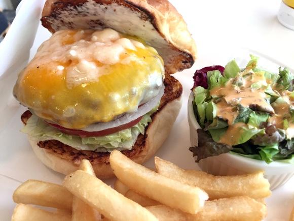 【最強ハンバーガー決定戦】第23回:チーズの主張がハンパない! 極限のチーズバーガーが食べたければここへ行け!! 白金「バーガーマニア」