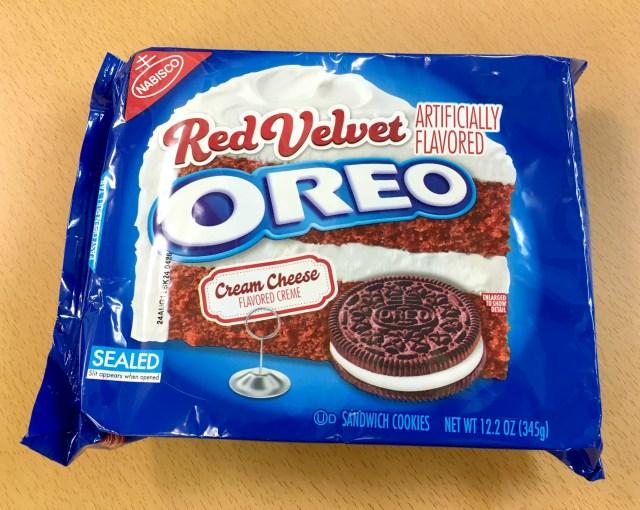 アメリカの一部でしか売っていない「赤いオレオ(Red Velvet OREO)」を食べてみた