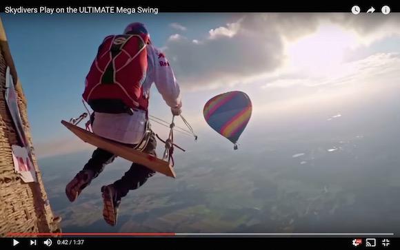 【衝撃動画】上空1800メートルで空中ブランコ! これまでにない大人の遊びがオーストリアで行われる