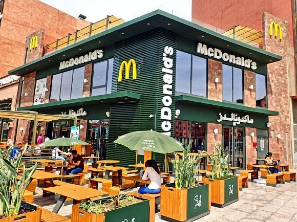 【世界のマクドナルド】モロッコで「マエストロバーガー」を注文してみた / 味は普通だが景色はマジでマエストロ