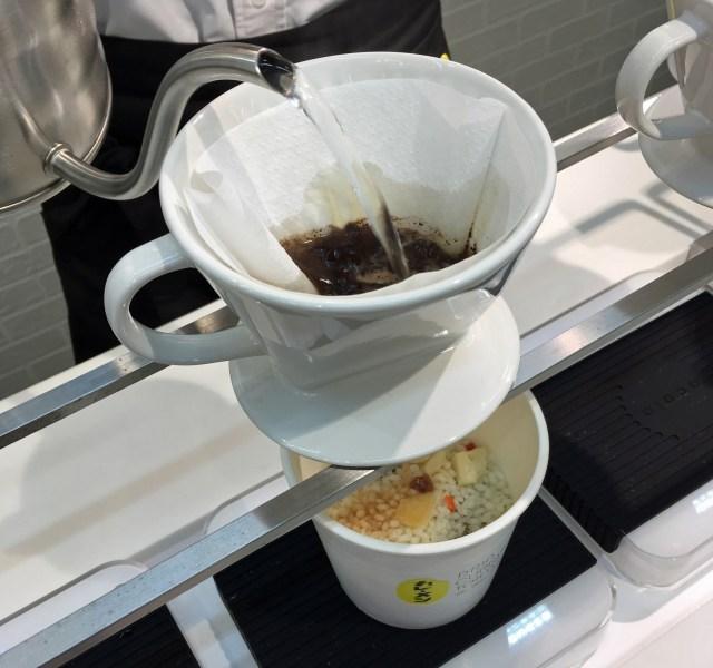 ドリップしてカレーを作る「カレーメシ」専門店のメニューがヤバい! コーヒー・アップル紅茶・ジャスミン茶など