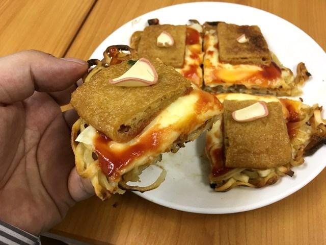 【ピザの日レシピ】1枚たったの204円! 超簡単『どん兵衛ピザ』が控えめに言っても激ウマすぎる!!