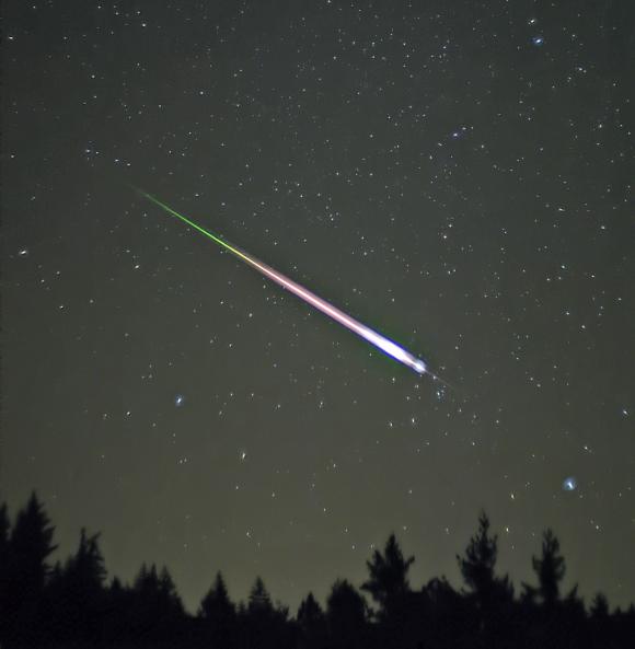 【緊急速報】今晩『しし座流星群』がピーク! 観測の最大チャンスは0時以降~18日未明らしいぞ!!