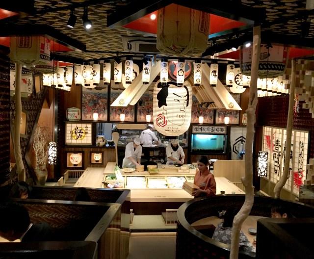 【超正直レビュー】「劇場型の寿司屋」とやらに行ってみた / 外国人にはウケそうだが……