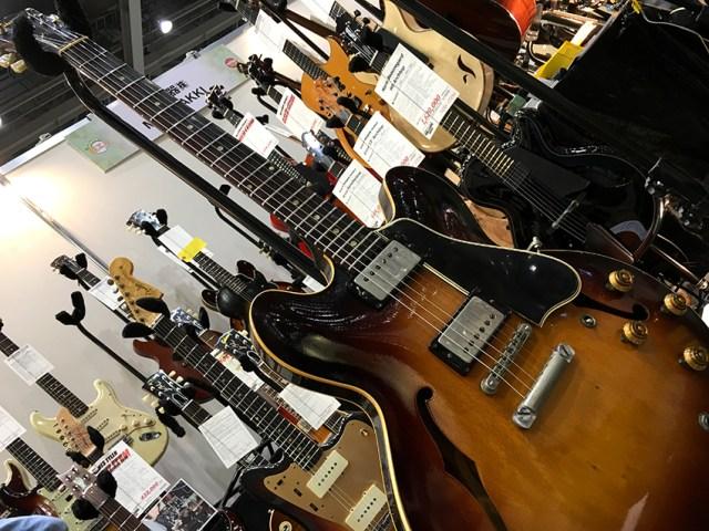 400万円の超高級ギターを弾いてみた!