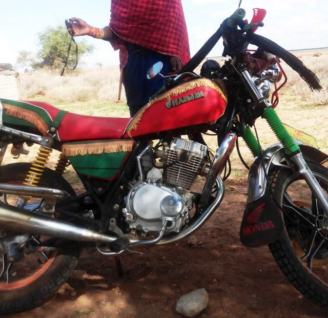 【マサイ通信】第43回:マサイ族のバイク事情 / ケニアの荒れ地はスカイゴー125