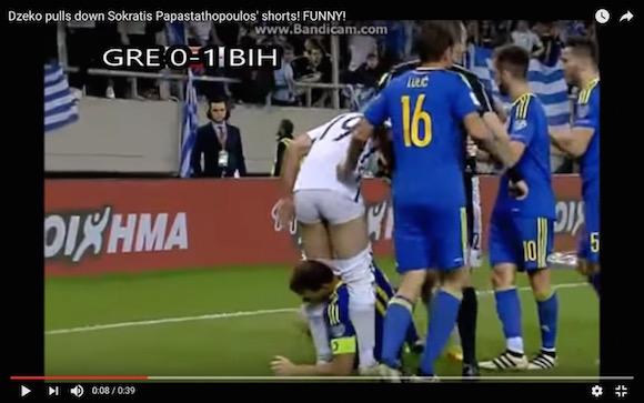 【放送事故】サッカーの試合で相手をパンツ丸出しにした選手が退場