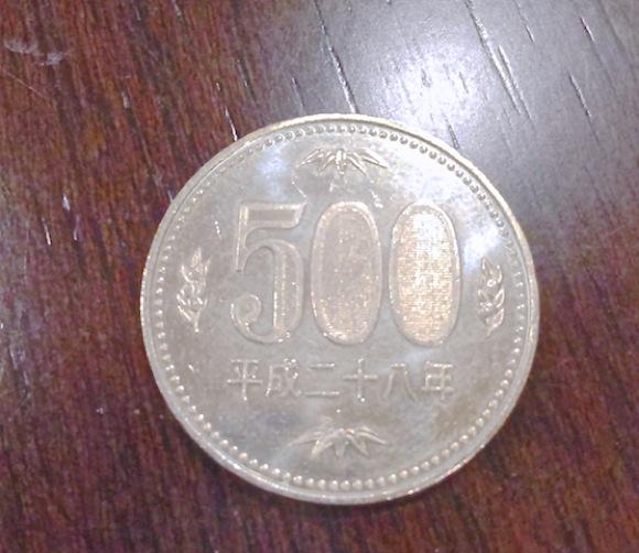 【知ってた?】500円玉の表裏面にはこんな秘密が隠されている!