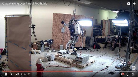 【動画あり】こりゃスゲェ! あの二足歩行ロボット「アトラス」が不安定な足場も歩けるように進化!!