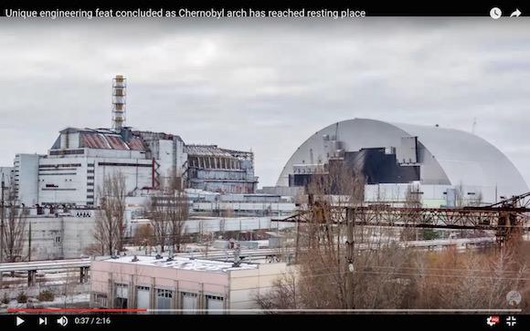 チェルノブイリ原発の石棺を覆う「巨大シェルター」の設置映像が公開