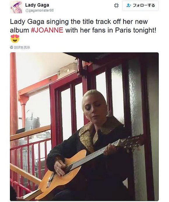 【マジか】レディー・ガガがファンと一緒に路上で即興ライブ! 積極的に自分のルーツに戻ろうとしているらしいぞ!!
