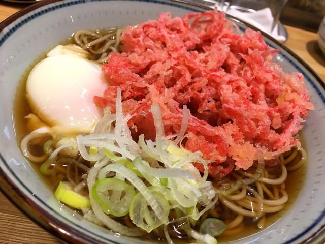 【立ちそば放浪記】「紅しょうが天玉そば」がピリッとトロけて激ウマすぎる! 好きな天ぷらを選べる東京・人形町『福そば』の本気を見た