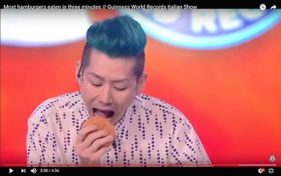 世界最強の早食い王・小林尊さんに新たな称号「3分間で世界一ハンバーガーを食べる男」