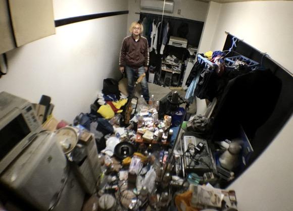 【衝撃】インドの安宿より汚いゴミ部屋に「ルンバ」が来たらこうなった!