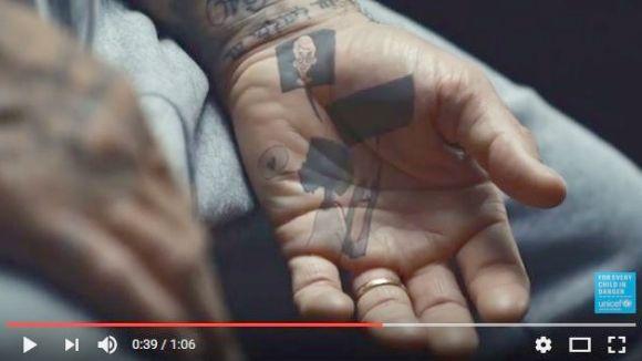 デヴィッド・ベッカムのタトゥーがアニメーションに!「児童虐待防止」を呼びかけるユニセフのキャンペーンに一肌脱ぐ!!
