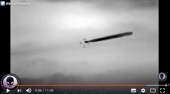 チリ海軍が「変な物質を放出するUFO」を目撃・撮影! 2年間調査を行っても正体不明とのこと……