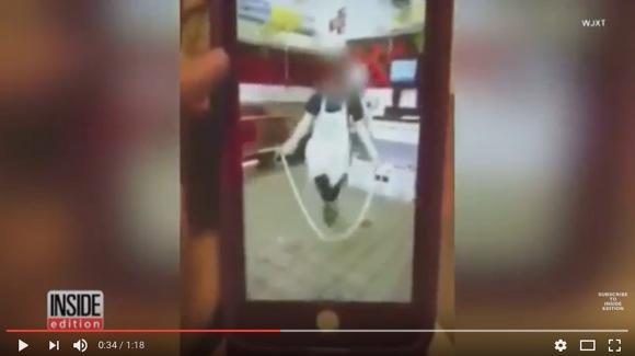 【バイトテロ】店員が「パン生地で縄跳びする動画」をSNSに投稿 → もちろん炎上 → 解雇