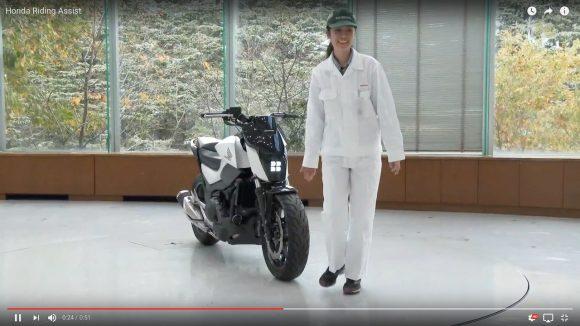 """【待ってた】ホンダがついに """"倒れない"""" バイク「Honda Riding Assist」を初公開!"""
