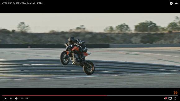 爆走しながらウィリーにジャックナイフ! 世界的バイクメーカー「KTM」の新作プロモーション動画が超カッコイイ!!