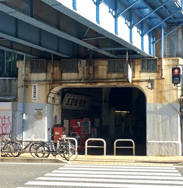 """【ノスタルジック】横浜にありながら """"華やかさ"""" から取り残された鶴見線国道駅 / 廃墟のような佇まい"""