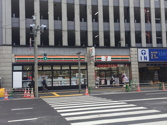 博多駅前道路陥没で「落ちないコンビニ」として受験生の聖地になったセブンイレブンに行ってみた