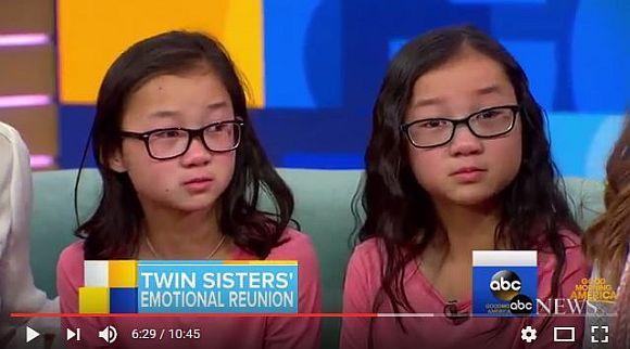 【奇跡】生き別れになった双子の姉妹が10年ぶりに感動の再会! 共通点だらけの2人に「ツインズ・パワー」を感じられずにはいられない!!