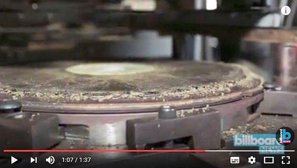 【世界初】人気ロックバンドが「そのまま大麻が吸えるレコード」を制作! 生産コストは1枚80万円なり!!