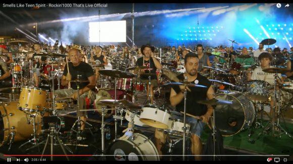 【大迫力】1000人のミュージシャンが一斉に「ニルヴァーナ」のヒット曲を熱演する動画が話題!