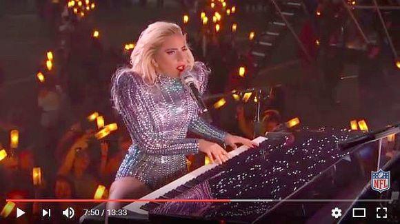 レディー・ガガの「スーパーボウル2017」のショーから演奏を取り除いた音源がハンパない! ガガ様の神がかりな歌声がスゴすぎる!!