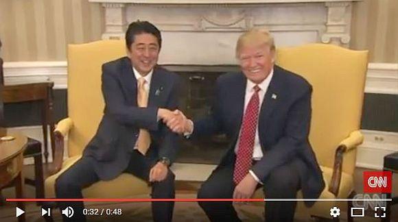 「安倍首相とトランプ大統領の19秒にわたる握手が不自然すぎる」と海外で話題に! 困惑気味の首相の表情がプライスレス!!