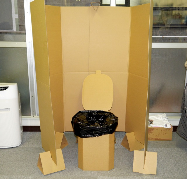 【超効率化】トイレで仕事が中断するのが許せないクリエイターは「簡易トイレ」をオフィスに持ち込もう!