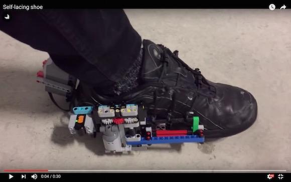 【おもちゃ革命】レゴで作った「自動靴ひも調整シューズ」がスゴい