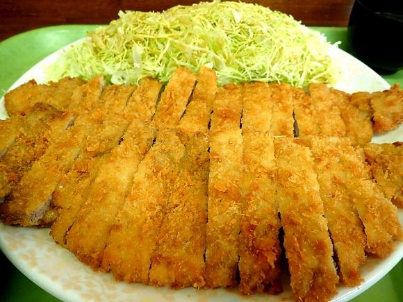 【デカ盛り】福岡・博多『とんかつ大将』の「ジャンボとんかつ定食」が本当にジャンボ / 運ばれてきた瞬間に思わず天を仰ぐジャンボさ