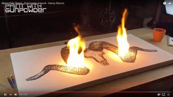 【動画あり】「火薬を燃やして描く絵」が美しい