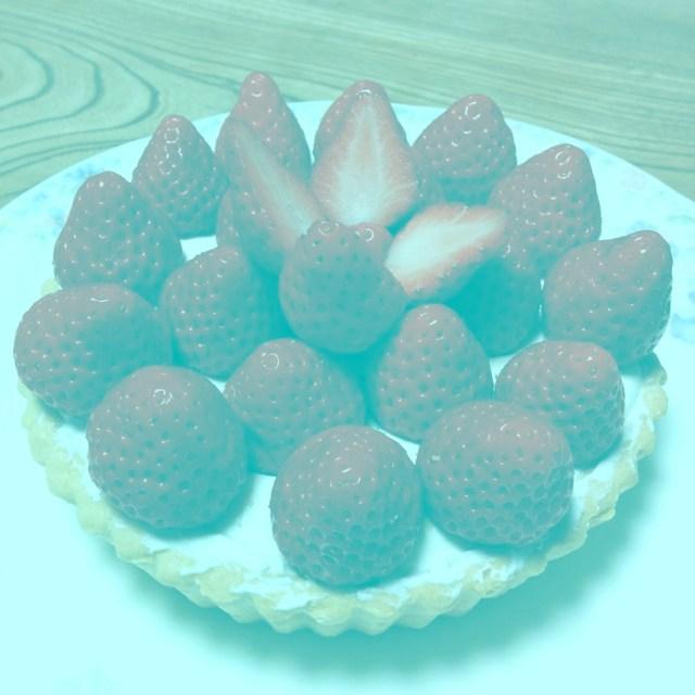 【目の錯覚】どう見ても「赤く見えるイチゴの画像」が世界に拡散中 / 作成したのは日本の心理学者なんだってよ!