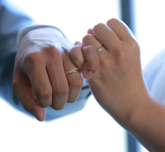 「電車にひかれて死ぬ運命だった」と霊能者に霊視される → その危機を救ってくれた結婚指輪の話