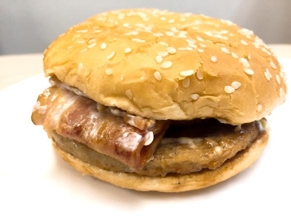 【激ウマ】マクドナルドの『ギガベーコンてりたま』を食べてみた / マック史上最長20cmのベーコンが肉々しさ全開!