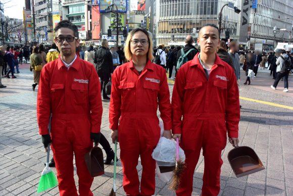 【検証】タバコをポイ捨てする人の前で吸殻を拾いまくったらどうなるのか? 渋谷駅の喫煙所でゴミ拾いをしてみた!