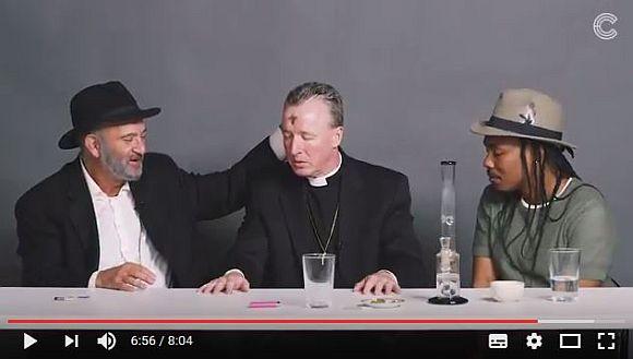 マリファナで和気あいあい! キリスト教の牧師&ユダヤ教の宗教指導者&無神論者が一緒に「大麻」を吸ったら宗教観の違いを乗り越えたって動画