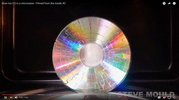 【真似厳禁】CDを電子レンジで加熱するとこうなるって動画
