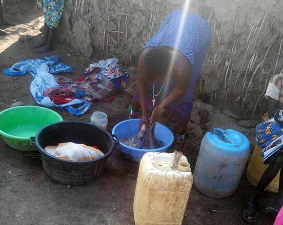 【マサイ通信】第67回:これがマサイの洗濯&食器洗いだ! マサイ族がスマホで撮影したマサイ族の超日常写真集その15