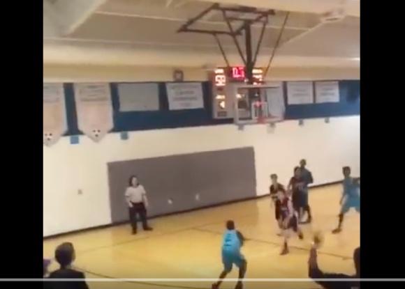 【感動動画】両腕のないバスケ少年が劇的なスリーポイントを決めて勇気づけられる人が続出