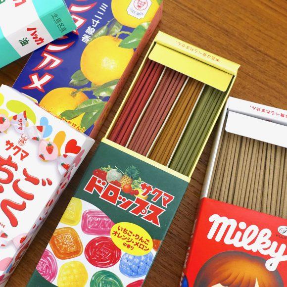 """【マジかよ】あのお菓子と """"線香"""" がまさかのコラボ! カメヤマ『コラボ・好物シリーズ』の香りを確かめてみた"""