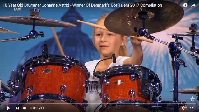 【神動画】10歳の少女がオーディション番組で披露したドラムが超絶すぎる! 演奏終わりの天使の笑顔に拍手喝采!!