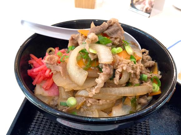 リンガーハットの新商品『牛・がっつりまぜめん』を食べてみた! ボリューミーな肉と野菜にがっつり満足の逸品