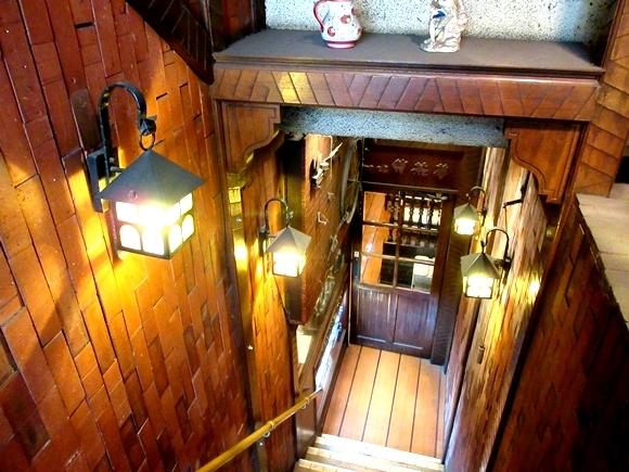 【喫茶店の日】入口から素敵すぎる! 物語に出てきそうな超レトロな喫茶店「伴茶夢」に心奪われた / 東京・目白
