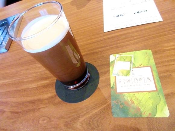 【日本初】スタバの激レア新作『ナイトロ コールド ブリュー コーヒー』を飲んでみた! 国内では「GINZA SIX」でしか飲めないぞー!!