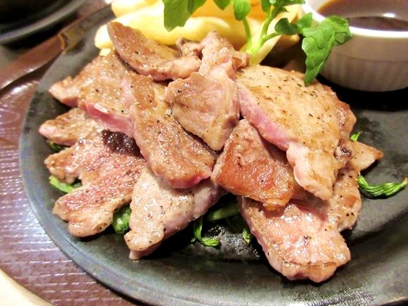 【悲報】ガストさん、ついに客に肉を焼かせ始める / コンロで自分で焼き上げる「ビーフカットステーキ」を食べてみた! 本日4/21スタート
