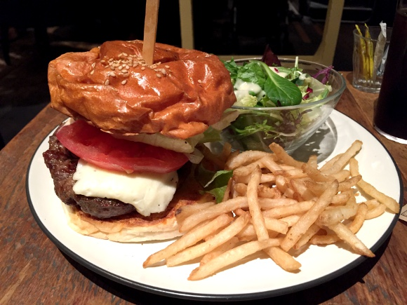 【最強ハンバーガー決定戦】第44回:デートするならココで決まり! 雰囲気最高の超お洒落ショップ / 新宿三丁目「ブルックリンパーラー」